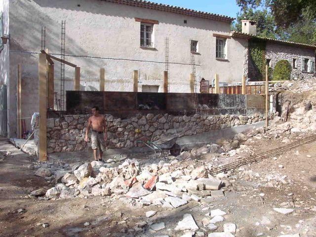 Début mur en pierres